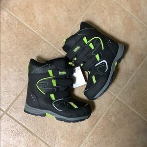 NWT Totes boys snow boots